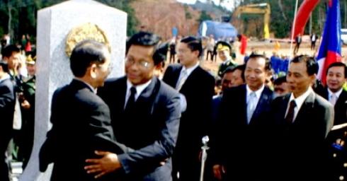 Khánh thành cột mốc đại biên giới 717 Việt – Lào và công trình cấp điện Đăc Chưng (tỉnh Sêkông)