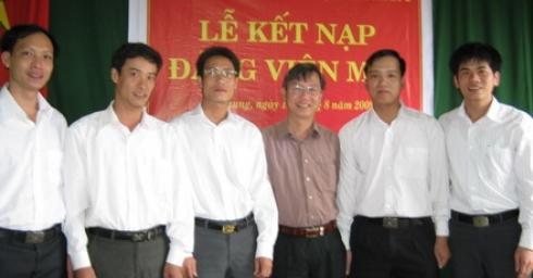 Chi bộ Công ty TNHH điện Xekaman 3 tổ chức Lễ kết nạp Đảng viên mới