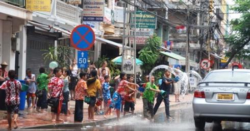 Đón Tết Bun pi may tại Lào