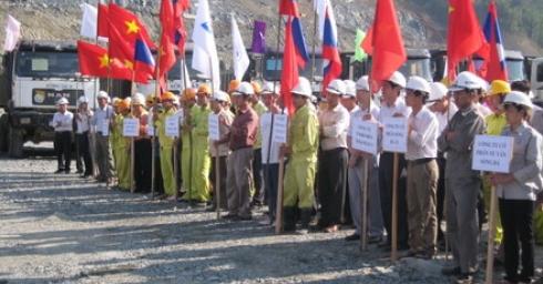 Lễ phát động thi đua hoàn thành mục tiêu, tiến độ năm 2009 công trình thuỷ điện Xekaman 3