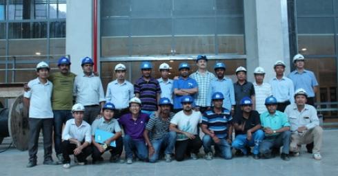 Tổ máy số 1 nhà máy thủy điện XEKAMAN1 đã bắt đầu thực hiện chạy thử thách 72 giờ, chính thức truyền tải điện về Việt Nam